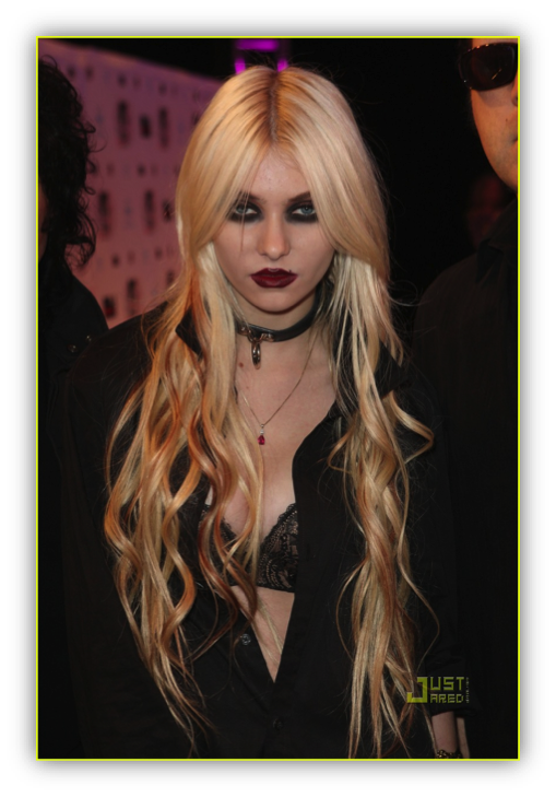 this last photo is of taylor momsen best known as jenny from gossip girl and cindy lou hou from how the grinch stole christmas she is also the lead singer - Taylor Momsen How The Grinch Stole Christmas